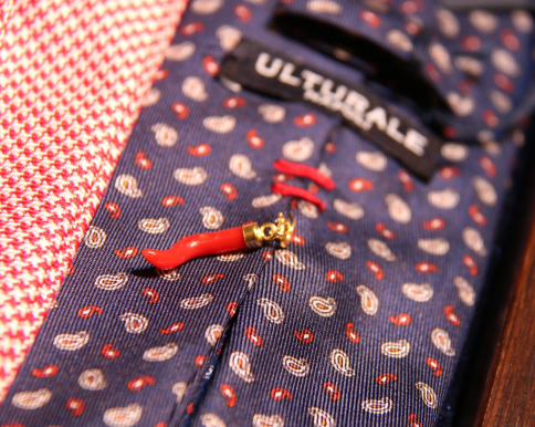 ウルトゥラーレ製ネクタイ